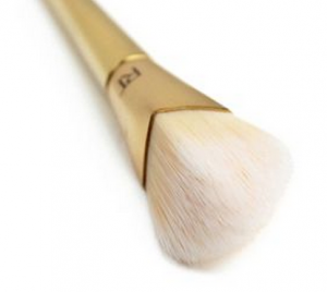 REAL TECHNIQUES Bold Metals 101 Triangle Foundation Brush