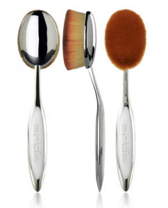 The Artis Oval 8 is slightly smaller than the Oval 10 and has 100's of thousands of fibres in an oval shape to provide applications to a large area of the face. This patented brush is perfect to apply a foundation, or setting powder to the entire face.